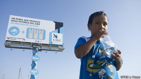Fabrican Un Cartel Publicitario Que Produce Agua Potable