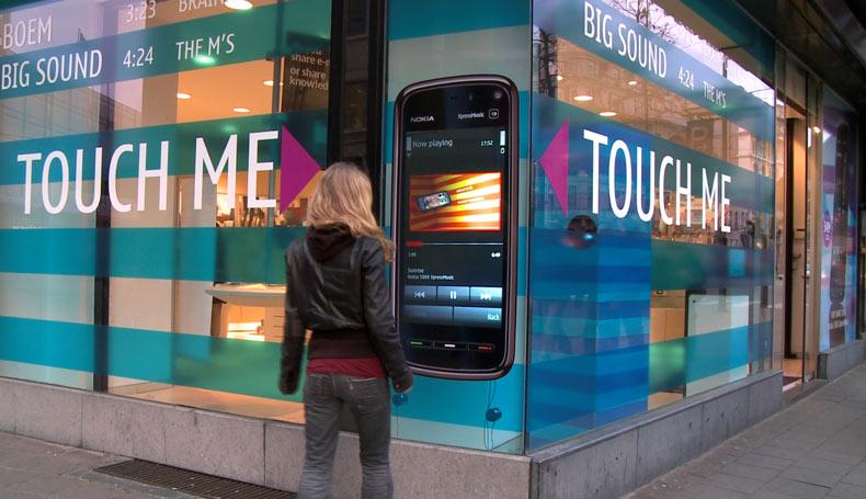 Resultado de imagen para vidrieras comerciales interactivas